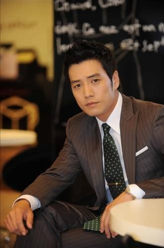 joo sang wook_rocking_a_suit